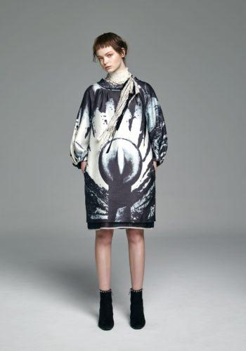 影像系列-廣場 絲綿繭型縮口袖洋裝